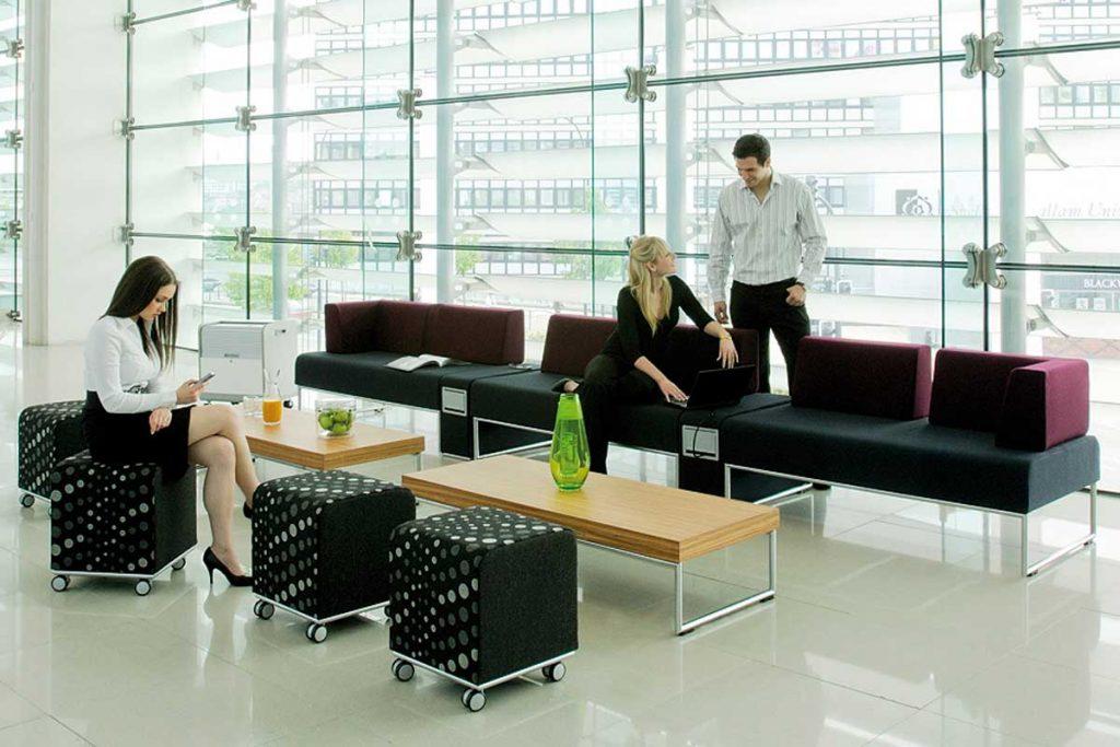 krakow.coworking-centrum.pl - Klient w biurze
